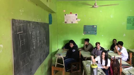 Aquino habló de los chicos que estudian en una capilla