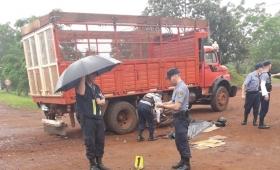 Murió un joven motociclista al impactar con un camión