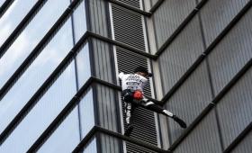 """El """"Spiderman francés"""" escaló edificio londinense"""