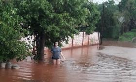 """Barrios de Iprodha """"con un metro de agua dentro de las casas"""""""