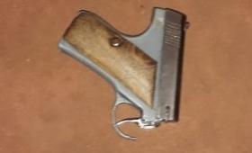 Eldorado: intentó vender un arma sin caño