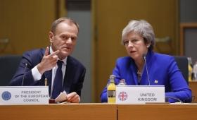 Los 27 países de la UE respaldaron el acuerdo para el Brexit