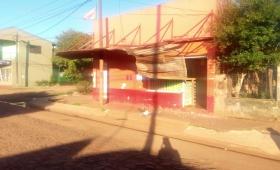 Colectivo chocó una marquesina en barrio Ñu Porá