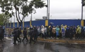 Superfinal: los hinchas llenan La Bombonera