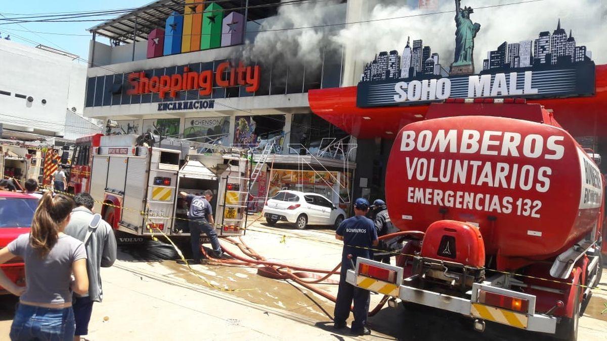 Nacionales: Controlan incendio en shopping de Encarnación