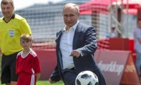 ¿Vladimir Putin adelanta el viaje para ver el River-Boca?