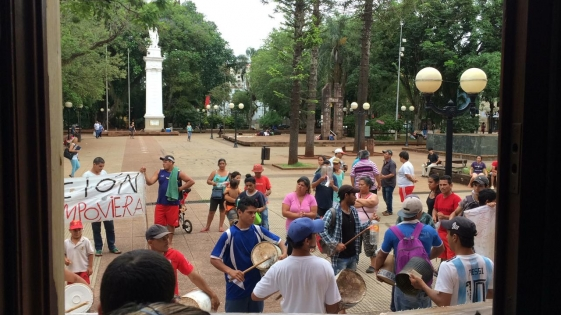Tareferos protestan frente a Casa de Gobierno