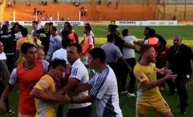 Violencia en el Fútbol: incidentes en la cancha de Crucero