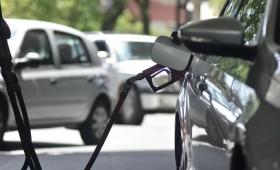 Aumentó el combustible y el gobierno lanzó una guía para ahorrar nafta