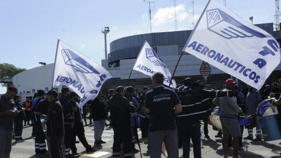 Los gremios levantaron el paro de Aerolíneas Argentinas