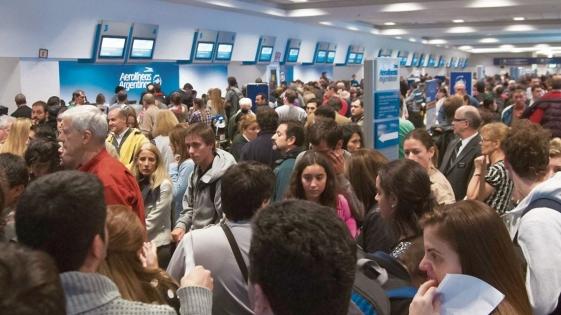 Cinco aerolíneas cancelan sus vuelos para el martes