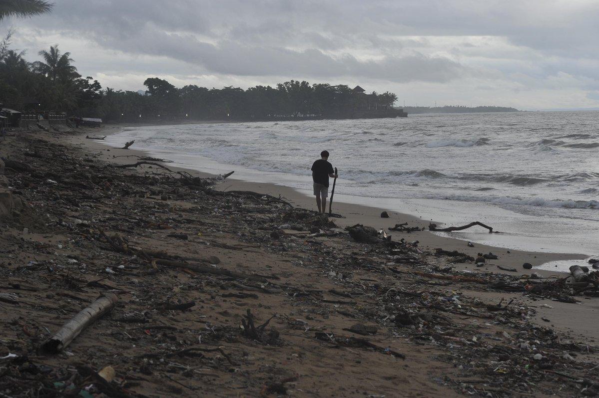 Condiciones del tiempo complican los trabajos tras el tsunami en Indonesia