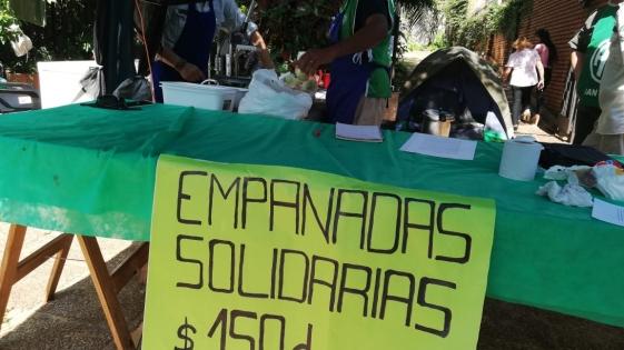 Guardaparques venden empanadas para comprar elementos de trabajo