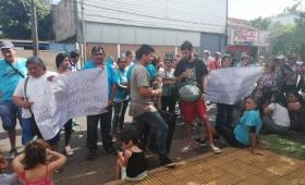 Diez comisiones barriales protestaron frente a Samsa