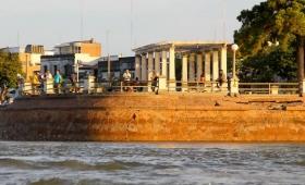 Un muro de la Costanera de Corrientes se desmorona