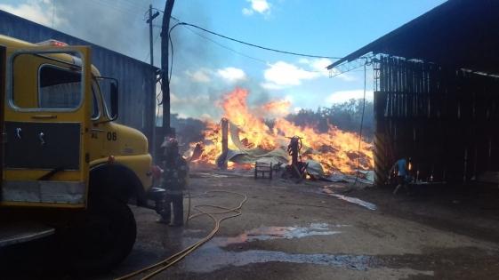 Incendio en el aserradero del intendente de Caraguatay