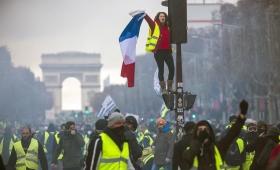 «Chalecos Amarillos» marchan en París y realizan su décima séptima protesta