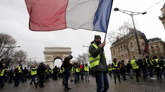 """Arrestan a 120 personas en la marcha de los """"chalecos amarillos"""""""