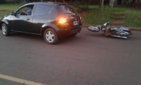 Tras choque, automovilista alcoholizado intentó agredir a motociclista