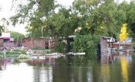 Familias evacuadas por crecida de un río en Corrientes