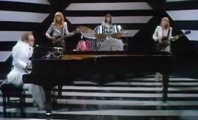 """Recuperado video de """"Step into Christmas"""" de Elton John"""