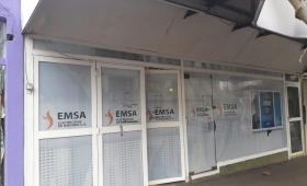 Los postes de Emsa están podridos y se caen de viejos
