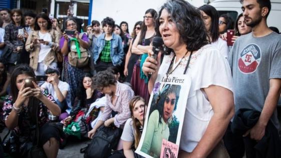 """""""Ustedes son la voz de Lucía"""", dijo su madre a las miles de mujeres que marcharon en todo el país"""