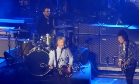 "Paul McCartney, Ringo Starr y Ron Wood cantan ""Get back"""