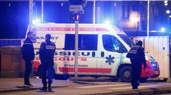 Dos muertos y 12 heridos en un tiroteo en Estrasburgo, Francia