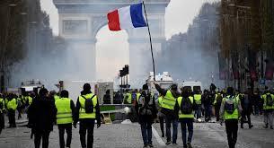 El gobierno francés suspende la suba del gas y combustibles