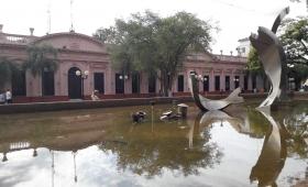 Limpian la Plaza 9 de Julio y desalojan a guaraníes