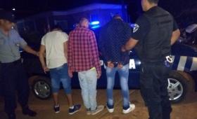 Jóvenes detenidos por agredir a policías y dañar un patrullero