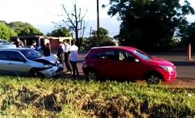 Chocaron dos autos en avenida Quaranta
