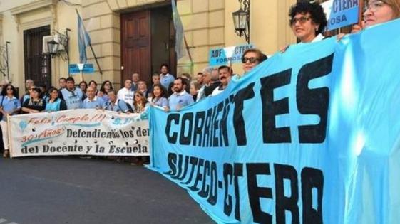 Corrientes: Docentes volvieron a reclamar mejoras salariales