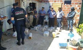 Drogas y detenidos en el barrio A3-2
