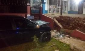 Gendarme herido al chocar su auto contra un muro