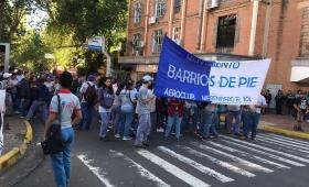 Barrios de Pie protestaron frente a la municipalidad