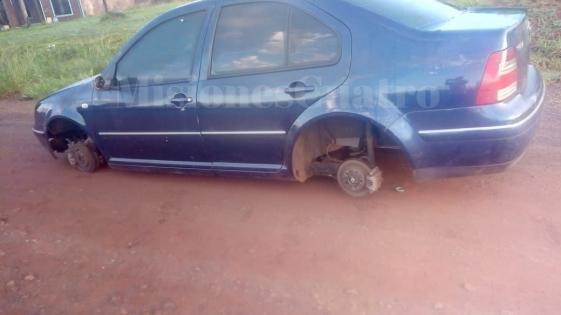 Roban las cuatro ruedas de un auto en Posadas