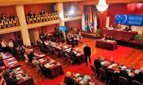 Valoran el pedido de Macri de recortar gastos en el Parlasur