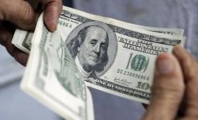 """Explican que """"para la gente, el termómetro de la inflación es el dólar"""""""