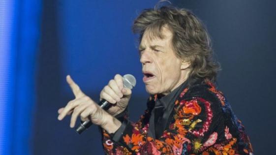 Mick Jagger salta y baila a un mes de su operación de corazón