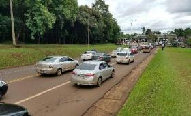 Bocinazo de taxistas por demoras en el puente Tancredo Neves
