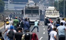 Amplio apoyo internacional al alzamiento que busca desalojar a Maduro