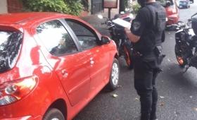 Rompieron el vidrio de un auto y fueron detenidos