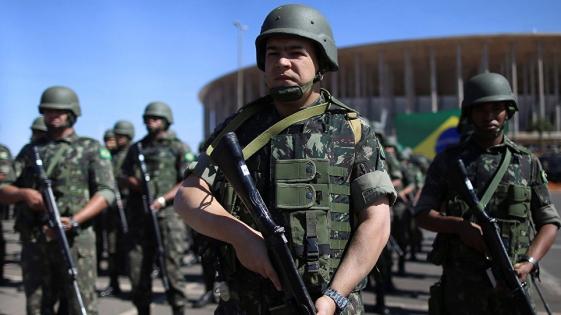 Diez soldados a prisión por disparar 80 balazos contra una familia en Brasil
