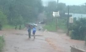 Eldorado: diez familias afectadas por el desborde de un arroyo