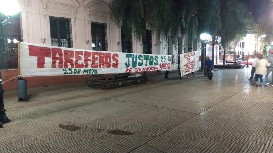 Tareferos acampan en Plaza 9 de Julio