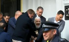 Parlamentarios piden que Assange no sea extraditado a Estados Unidos