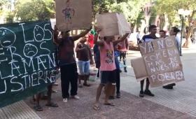 Barrio Los Potreros: los sin techo se coserían la boca en señal de protesta