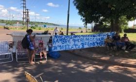 Familias sin techo en huelga de hambre en Acceso Oeste